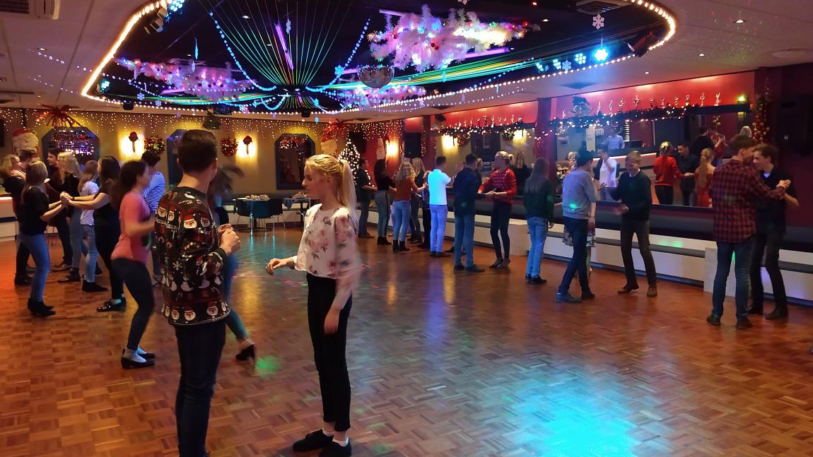 Bekijk het fotoalbum Jeugdles Kerst 2018, Danscentrum Dwars, Haaksbergen
